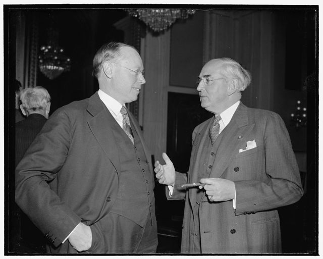 A tip to a youngster. Washington, D.C., Jan. 17. Senator Robert Taft from Ohio today asked the advice of old timer Senator Arthur Vandenberg from Michigan upon certain matters. Senator Taft is a newcomer to Congress this year and is following advice given by those who 'know the ropes,' 1/17/39