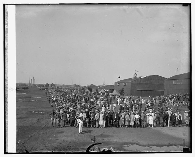 Air circus, Bowling [i.e., Bolling?] Field, soldiers, sailors, marines club, 8/1/25