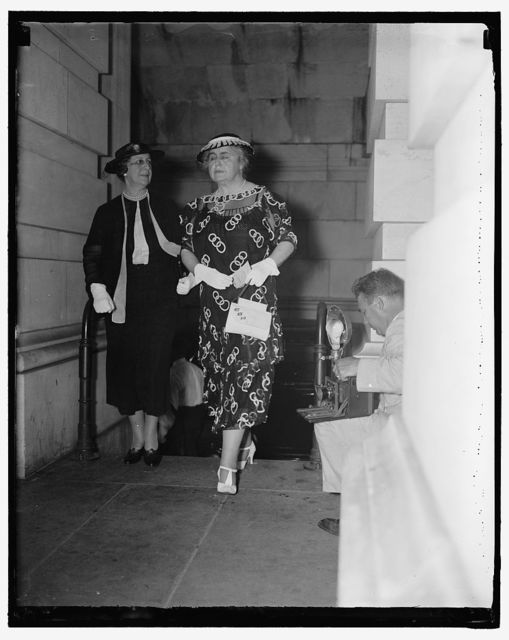 Arive for Robinson rites. Washington D.C. July 16. Mrs. Cordell Hull, wife of the Secretary of State, and Mrs. Woodrow Wilson, Widow of the War-Time President, arriving at the Capitol today to attend the funeral services for the dead Senate majority Leader Joseph T. Robinson. 7/16/37
