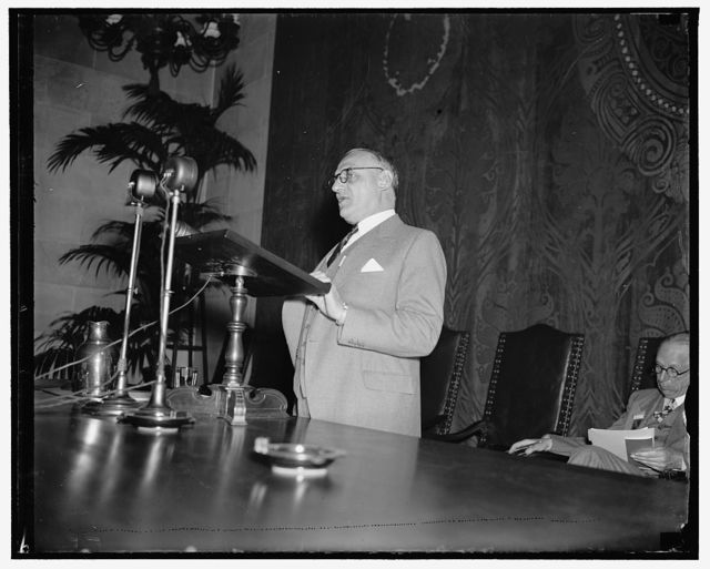 At U.S. Chamber of Commerce meeting. Washington, D.C. April 29. Walter J. Koehler, manufacturer and former Governor of Wisconsin, addressing the final session of U.S. Chamber of Cmmerce annual meeting, 4/29/37