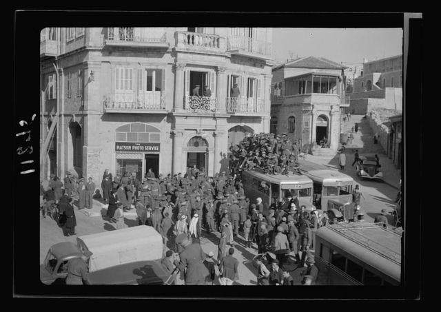 Aussi [i.e., Australian] soldiers cheering Menzies & Blamey