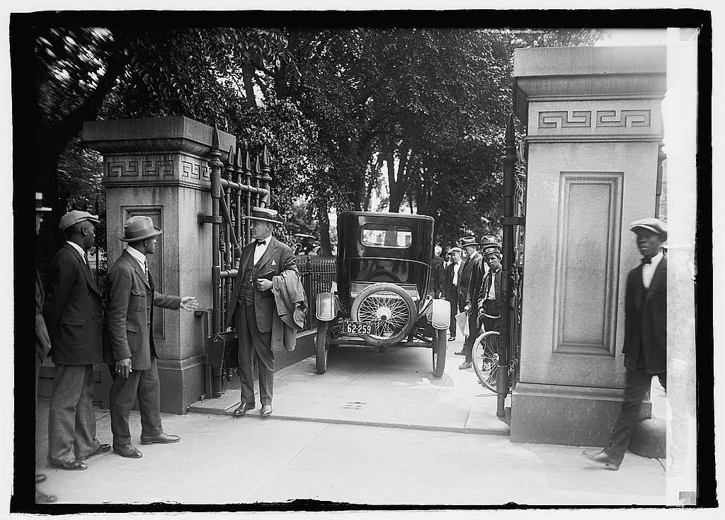 Auto accident at White House, [Washington, D.C.] 6/3/24
