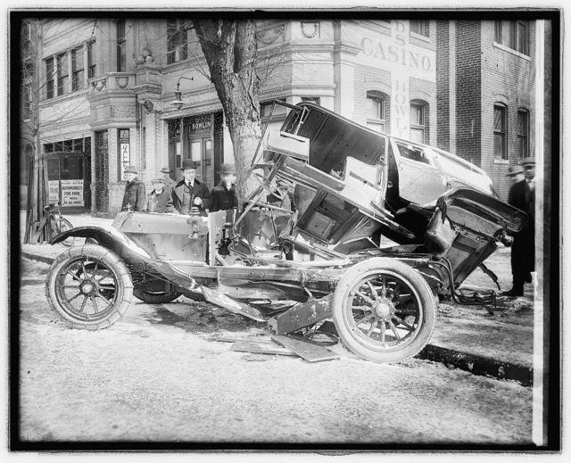 Auto wreck 14 & T, [Washington, D.C.], 2/4/16