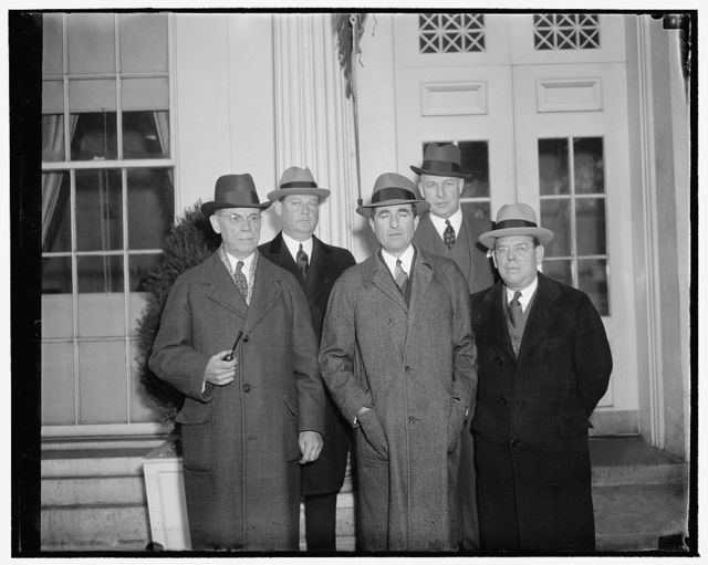 Bankers offer President cooperation on banking problems. Washington, D.C., Dec. 20. President Philip A. Benson of the American Bankers Association and other ABA officers visited President Roosevelt today and assured him of their willingness to cooperate on banking problems. They also invited the President to address their 1939 convention at Seattle. In the front row, left to right: P.D. Houston, Second Vice President; Robert M. Hanes, First Vice President; Philip A. Benson, President. Back row: Robert L. Fleming, past President, and Dr. Harold Stonier, Right, Executive manager of the ABA, 12/20/38