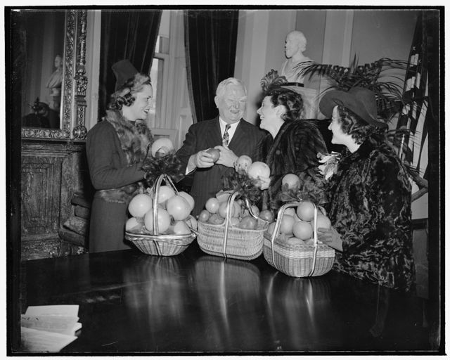 Beauties present Vice President Garner with baskets of fruit to inaugurate Citrus Week. Washington, D.C., Jan. 23. National Citrus Week got off to a good start today when beauties from the citrus-growing sates presented Vice President Garner with baskets of the luscious fruit. Left to right: Martha Talley of Texas; Vice President Garner; Mrs. Claude Pepper, wife of the Senator from Florida; and Jill Illingworth of California, 1/23/39