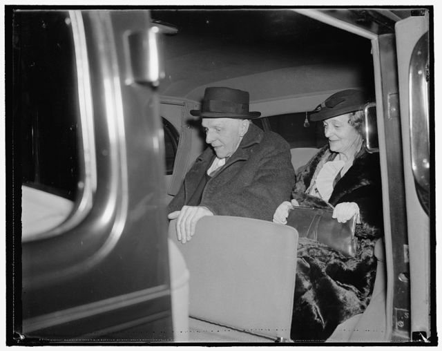 British statesman and wife guests of Roosevelt's. Washington, D.C., Nov. 13. Lord Robert Cecil, noted British Statesman and President of the Association of the League of Nations, with Lady Cecil as they arrived at the White House for a weekend visit. Lord Cecil will attend the National Press Club Dinner with President Roosevelt Tonight. 11/13/37