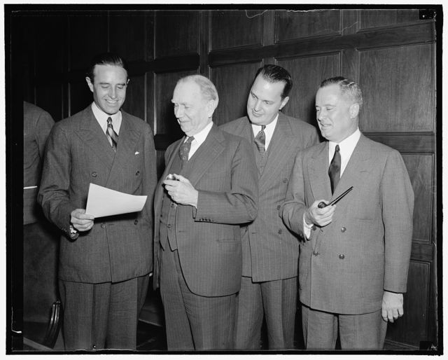Business and industry to have important voice in current monopoly investigation is plan. Washington, D.C., Oct. 6. Plans to give business and industry and important voice in the current New Deal monopoly investigation were formulated today at a meeting of the President's advisory council at the Department of Commerce. In the picture, left to right: W. Averell Harriman, Chairman of the Council; Secretary of Commerce Daniel A. Roper; Willard L. Thorp, Advisor to the Department of Commerce on Economic Studies and a member of the Monopoly Committee; and Assistant Secretary of Commerce Richard C. Patterson, also a member of the committee, 10/6/38