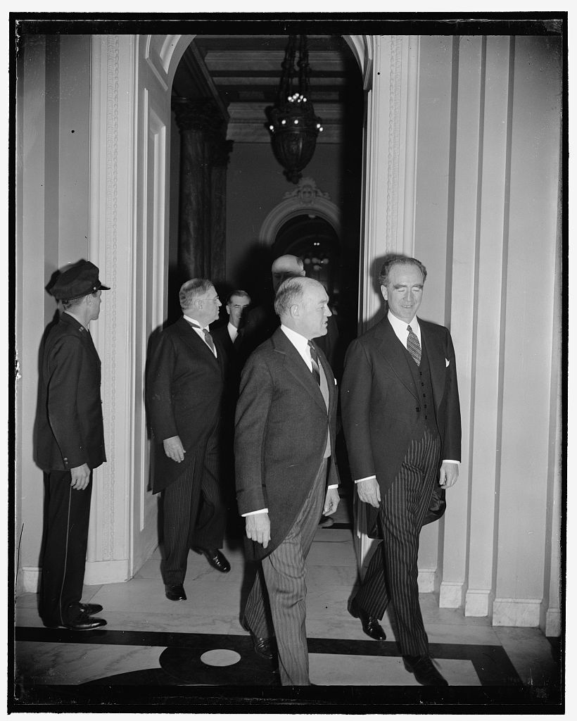 Cabinet arrives to hear President address 76th Congress. Washington, D.C., Jan. 4. Led by Secretary of War Woodring and the new Attorney General Frank Murphy, members of the cabinet are pictured arriving at the House chamber today to hear President Roosevelt address the 76th Congress