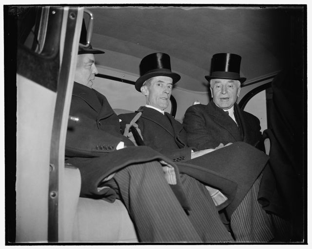 Canadian Prime Minister arrives. Washington, D.C., Nov. 17. Prime Minister MacKenzie King of Canada leaving Union Station upon his arrival today with Secretary of State Cordell Hull and Presidential Secretary of State Marvin McIntyre, center