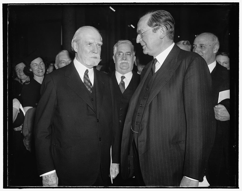 Chief Justice chats with British Ambassador as Magna Carta is placed in Library. Washington, D.C., Nov. 28. Among the notables to witness the deposit of the Magna Carta in the Congressional Library today was Chief Justice Charles Evans Hughes who is shown in this picture with British Ambassador Lord Lothian