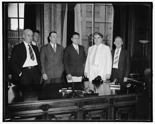C.I.O. Head attempts to settle automobile union fight. Washington, D.C., Aug. 24. C.I.O. Head John L. Lewis with three of his aides today met with Homer Martin, President of the United Automobile Workers Union, to attempt an immediate settlement of the Union's factional fight. Martin's ouster has been demanded by other officials of the UAWA. Pictured, left to right are: Philip Murray, Chairman of the Steel Workers Organizing Committee; Lee Pressman, Counsel for C.I.O.; R.J. Thomas, Vice President of UAWU; Homer Martin, John L. Lewis, and John Brophy, C.I.O. Director, 8/24/38