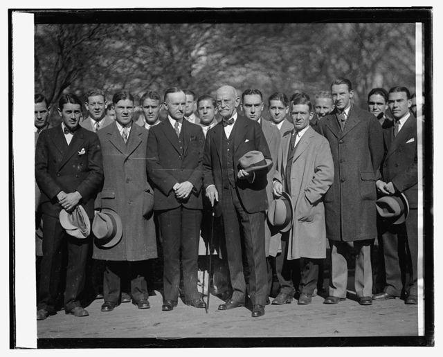 Coolidge & Sen. Ernst with Center College football team, 11/14/25