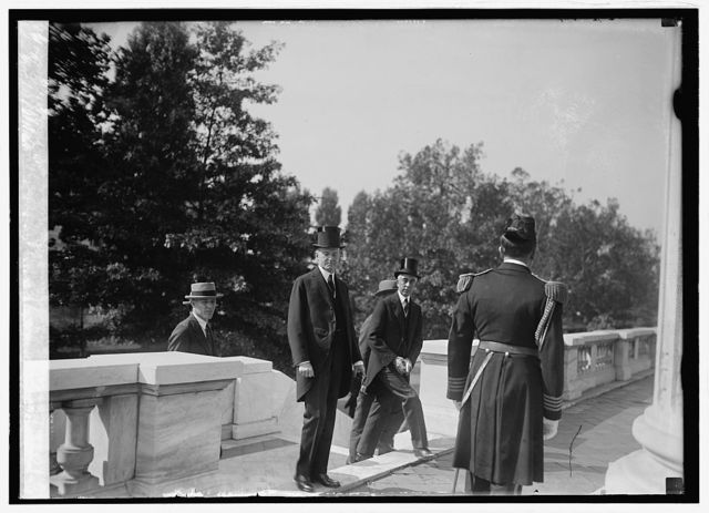 Coolidge & Slemp arrive at Mem. Cont. Hall for Red Cross Convention, 10/6/24