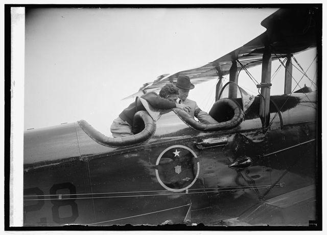Coolidge inspecting world flight plane at Bowling [i.e., Bolling] Field, [Washington, D.C.], 9/9/24
