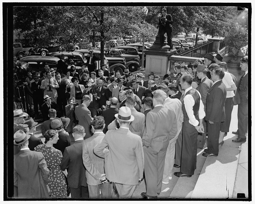 Crowd greets Czech Minister as he leaves conference with Secretary Hull. Washington, D.C., Sept. 27. War days of 1917 were recalled today as a crowd gathered before the entrance to the State Department today to greet Czechoclovakian Minister Vladimir Hurban following his conference with Secretary of State Cordell Hull. He is pictured on the right (between two men) as he faced a battery of camera men and inquiring reporters, 9/27/38