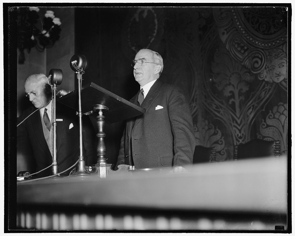 Delivers address of welcome to word industrialists. Washington, D.C., Sept. 19. George S. Messersmith, Assistant Secretary of State, delivering for Secretary Hull and address of welcome to delegates from all over the world attending the Seventh International Management Congress which convened at the U.S. Chamber of Commerce here today, 9/19/38