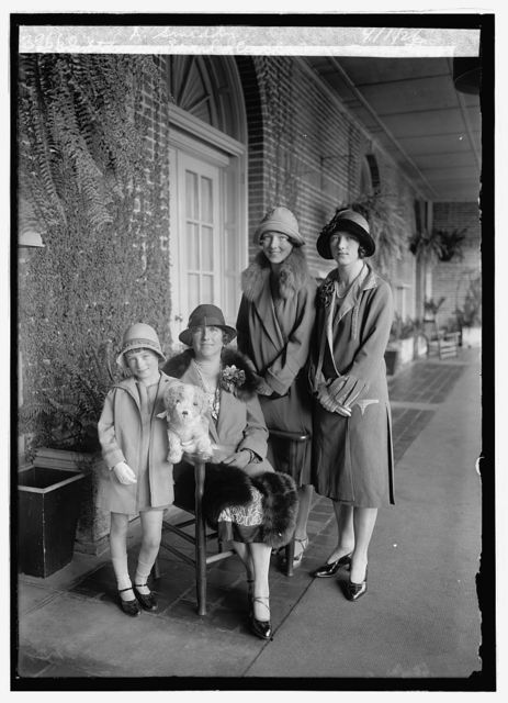 Ethna, Pearl, Cecil & Mrs. Timothy A. Smiddy, 4/1/26