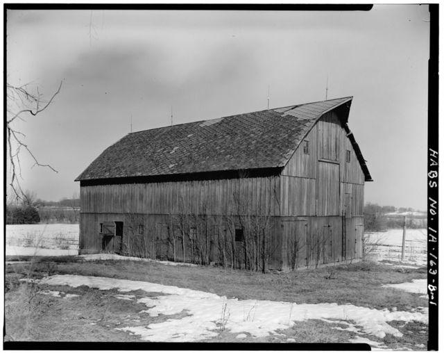Frank Chyle, Jr. Barn, Main Street, Protivin, Howard County, IA