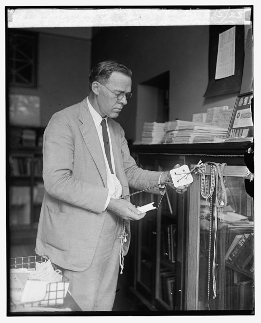 Fred L. Lewton, Smithsonian Inst., weaving with cards, 8/5/25