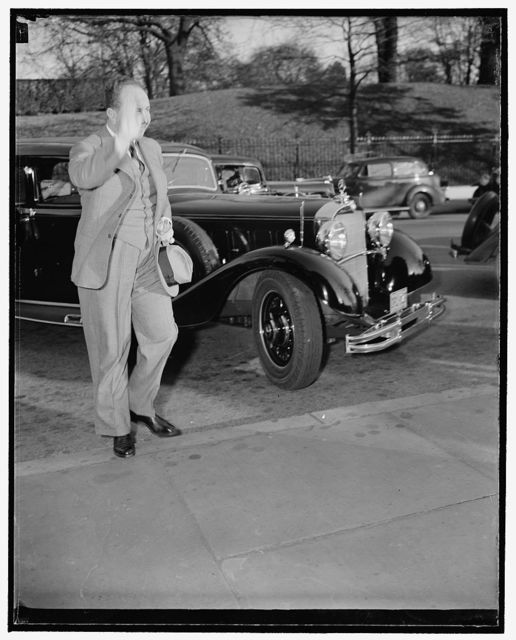 Gives the Nazi salute. Washington, D.C., Nov. 22. German Ambassador Hans Dieckhoff gives the familiar Nazi salute as he arrives at the State Department today to pay a farewell call on Secretary of State Cordell Hull. He expects to sail for Germany from New York next Friday night on the Europa