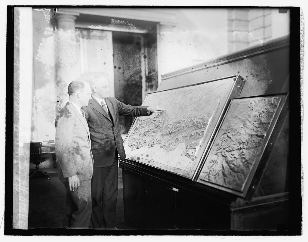 Henford MacNider & Gen. H.E. Ely with relief map, 2/17/26