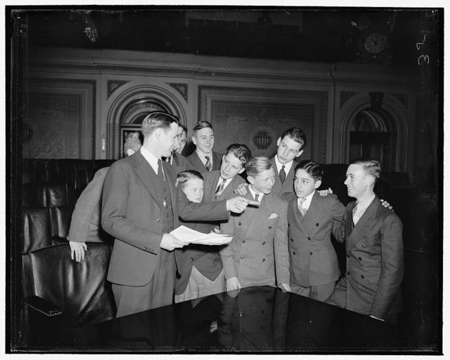 House Pages told courtesy first rule. Washington, D.C., Jan. 3. Courtesy is the Cardinal rule for House pages, Paul R. Ashbrook, Chief Democratic Page, tells the boys at a coaching session just before the 76th Congress convened today, 1/3/39