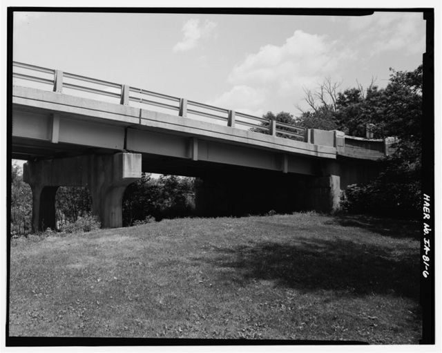 Illinois Central Railroad Overpass, Spanning Illinois Central Railroad at U.S. Highway 20, Ackley, Hardin County, IA