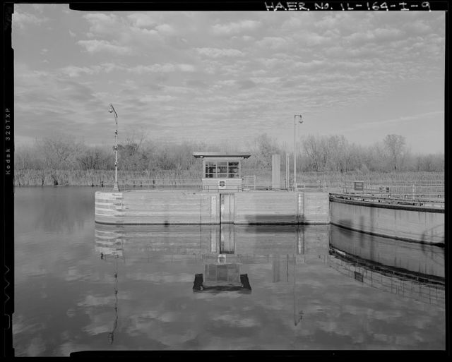 Illinois Waterway, Thomas J. O'Brien Lock and Control Works, East 130th Street, Chicago, Cook County, IL
