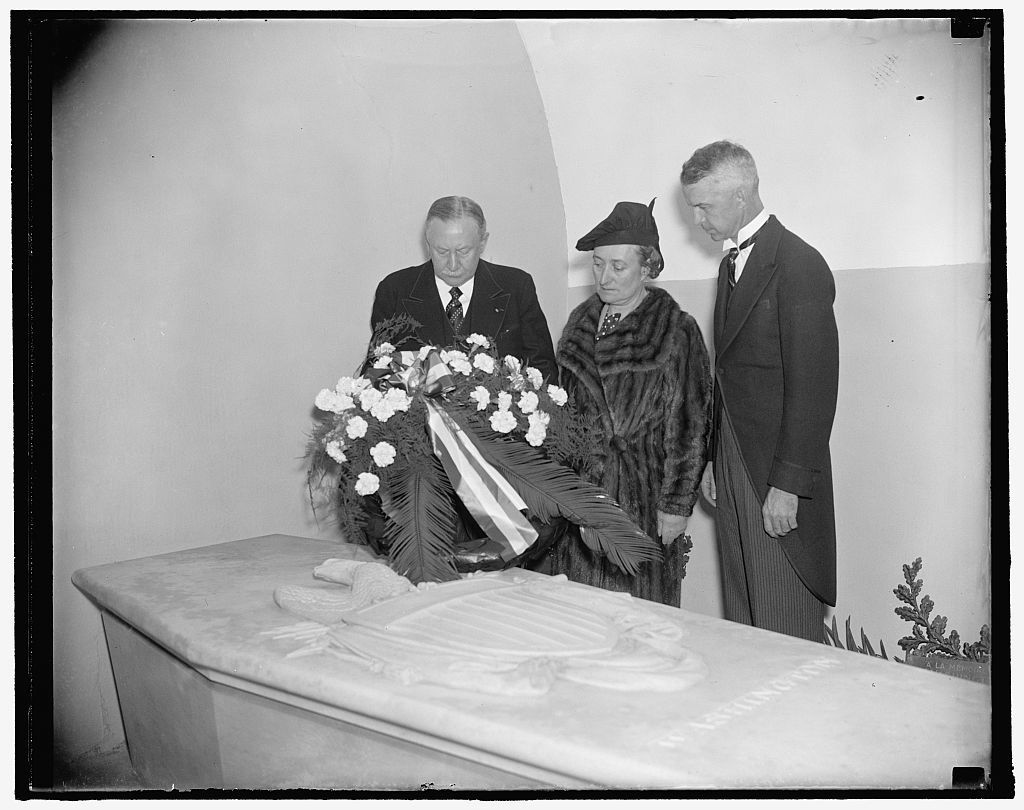 International Rotary chief pays tribute to father of our country. Mt. Vernon, Va. Oct. 21. Maurice Duperrey of Paris, President of Rotary International, placing a wreath on the tomb of George Washington at Mt. Vernon today. Mme. Duperrey and Robert Swope (right) President of the Washington Rotary Club, are shown with the International Chief. 10/21/37