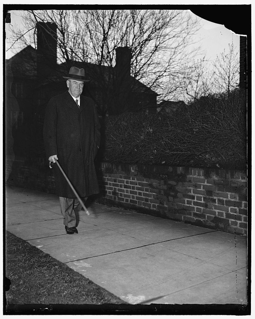Justice Stone ready to resume duties. Washington D.C. Apparently fully recovered from his recent Illness, Associate Justice Harlan Fiske Stone of the United States Supreme Court returned to Washington yesterday from Sea Island, Georgia, where he had been recuperating. This exclusive picture of the Justice was made as he took an early morning stroll today. Many important decisions, among them the validity of the Labor Relations Act, have been postponed by the Court pending the return of Justice Stone to the bench. Along with Chief Justice Hughes, Justices Brandeis and Cardozo, Justice Stone is noted for his liberalism toward the New Deal