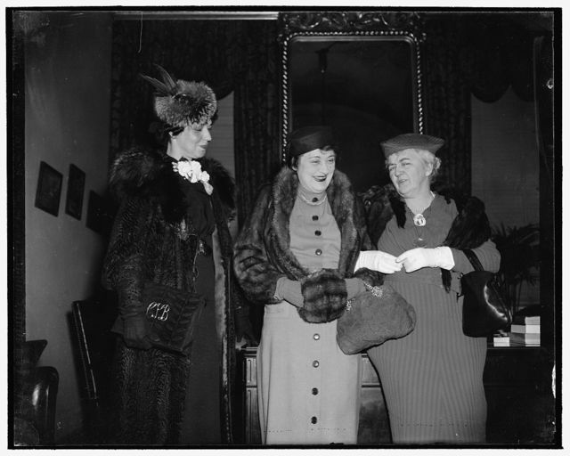 Late Speaker's wife sees son take oath as member of Congress. Washington, D.C., Jan. 3. Mrs.. Joseph W. Byrns, right, widow of late Speaker of the House, was at the Capitol bright and early today to see her son Joseph W. Byrnes, Jr., take the oath as representative from Tennessee. She was accompanied by Mrs. William B. Bankhead, center, wife of the present Speaker, and Mrs. Joseph W. Byrnes, Jr., 1/3/39