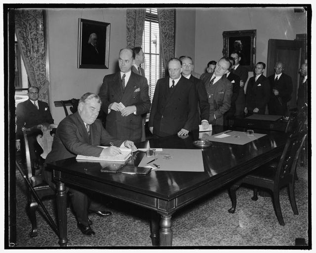 Lawyers sign register at opening of Supreme Court. Washington, D.C., Oct. 3. Probably the largest group of lawyers ever admitted to practice before the Supreme Court were granted this courtesy today as the court convened for the 1938-39 term. From all parts of the country came the barristers who are pictured signing the register following their admittance. John A. Matthews of Newark, N.J., is signing in this picture, 10/3/38
