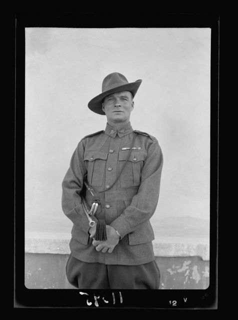 Lord Kitchner's trumpeter in 1915, Pvt. Frank Inman of Australian Imp. [i.e., Imperial] Forces. Mr. Frank Inman photographed on April 27 '40