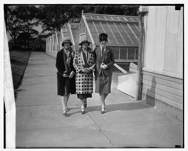 Madam Smiddy with her daughters, Pearl & Cecil, 11/3/26