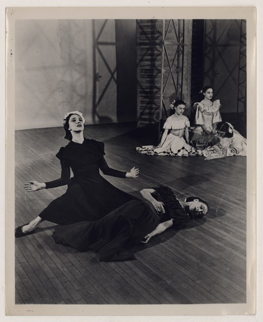 [ Martha Graham, Jane Dudley, Helen McGehee, Pearl Lang, and Yuriko in Letter to the world]