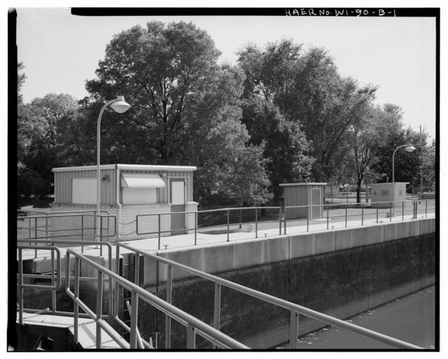 Menasha Lock & Dam, Lock Shelter, On eastern embankment, southeast of upper gate, Menasha, Winnebago County, WI