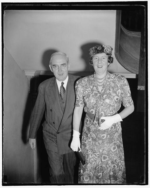Michigan Senator and Wife. Washington, D.C., Nov. 12. The Republican United States Senator from Michigan and Mrs. Arthur H. Vandenberg arriving for the reception at Polish Embassy last night, 11/12/38
