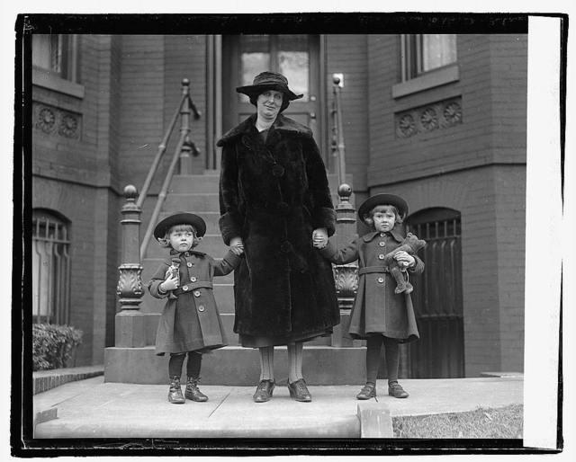 Mme. D.H. Andreae & children, 12/9/21