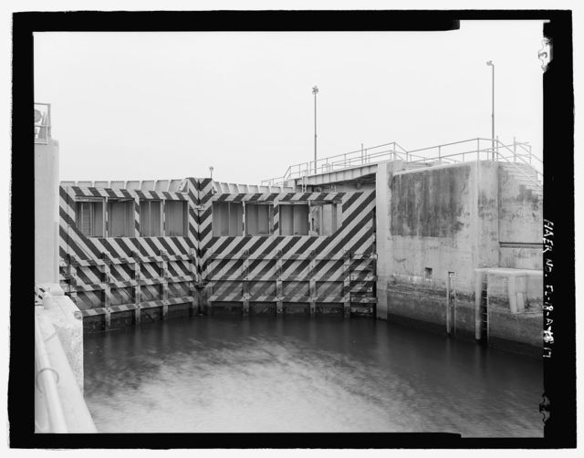 Moore Haven Lock, Hurricane Gate No. 1, Cross-State Canal, Okeechobee Intracoastal Waterway, Moore Haven, Glades County, FL