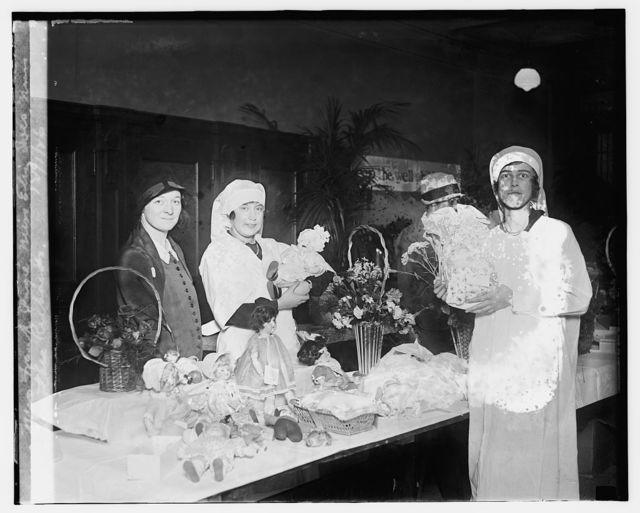 Mrs. Frank Page, Miss Eliz. Ives, Miss Dorothea Richards, 12/1/26