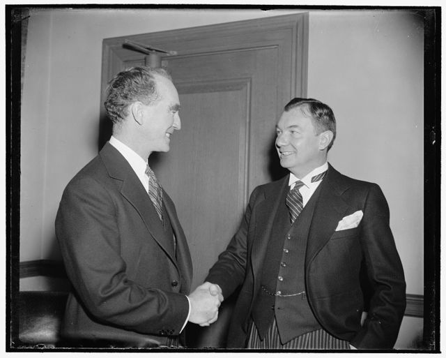 New Attorney General admitted to practice before the United States Supreme Court. Washington, D.C., Jan. 4. Attorney General Frank Murphy, left, was today presented to the United Supreme Court by Solicitor General Robert Jackson. At the same time, Murphy was admitted to practice before the High Tribunal, 1/4/39