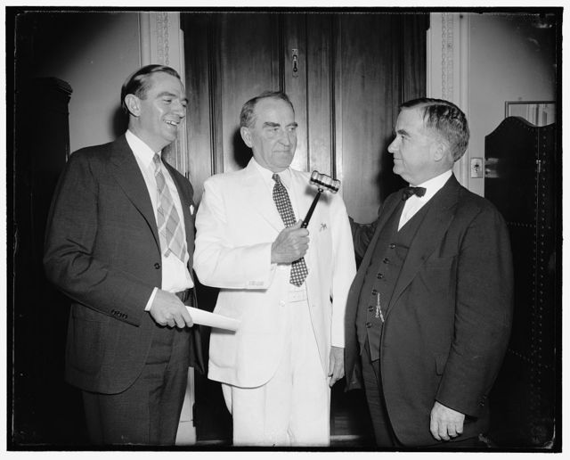 New gavel for Speaker as House nears adjournment. Washington, D.C., June 15. A gavel of ebony and birchwood made by the great grandson of David Crockett, Texas pioneer, was presented to the Speaker of the House William B. Bankhead today by two of the Lone State representatives, Rep. Albert Thomas, (left) and Rep. Nat Patton (right), 6/15/38