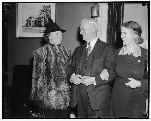 New Senator from Oregon and Mrs. Washington, D.C., Feb. 11. Newcomers to the nation's congressional circle are Sen. and Mrs. Alfred Evan Reames, of Medford, Ore. They are welcomed by Rep. Nan W. Honeyman, D. of Ore. right; the Senator replaces Frederick Steiwer, who resigned to practice law, 2/11/38