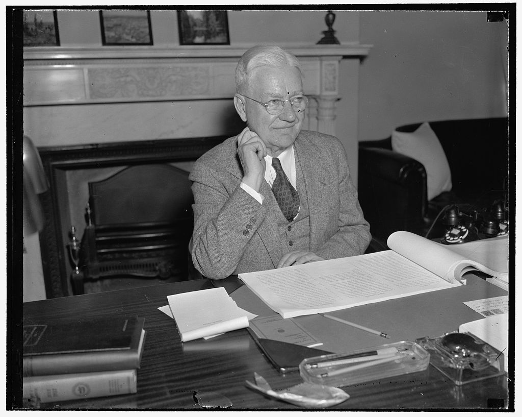 New Senator from Oregon. Washington, D.C., Feb. 14. Senator Alfred Evan Reames, of Medford, Ore. who replaced Sen. Frederick Steiwer, R. of Oregon, photographed at his desk to day in the Senate Office Building, 2/14/38