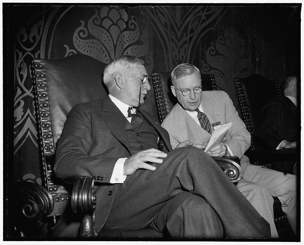 Off-the-record. Washington, D.C., May 4. William S. Knudsen, (left) President of General Motors, today in a talk before the 26th Annual Meeting of the United States Chamber of Commerce forecasts that the Federal Government will eventually step in to break up sit-down strikes. He is pictured with George H. Davis of Kansas City, President of the U.S. Chamber of Commerce, 5/4/38