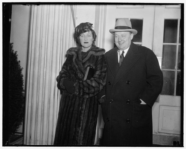 Pennsylvania Governor urges President continue federal spending. Washington, D.C., Dec. 30. After a call on President Roosevelt today with Mrs. Earle, Governor George H. Earle of Pennsylvania told newsmen he urged the President to continue a policy of liberal federal spending, 12/30/38