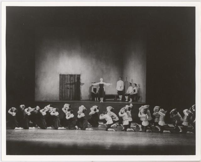 Photograph of Les Noces, Teatro Colón, Buenos Aires, 1923