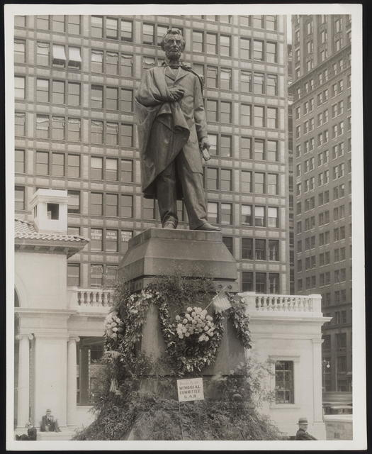 """[Photograph of sculpture """"Lincoln of The Second Inaugural,"""" bronze by Brown located in New York City.]"""