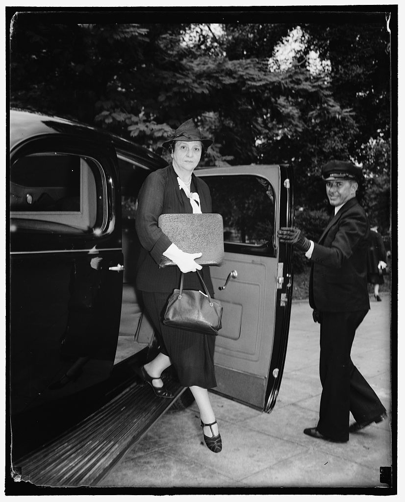 President calls special cabinet meeting. Washington, D.C., Sept. 16. Due to the uncertainty of the situation in Europe today, President Roosevelt called a special cabinet meeting upon his return from a visit with his son James, at the Mayo Clinic, the Sec. of Labor Frances Perkins arrives for the meeting, 9/16/38