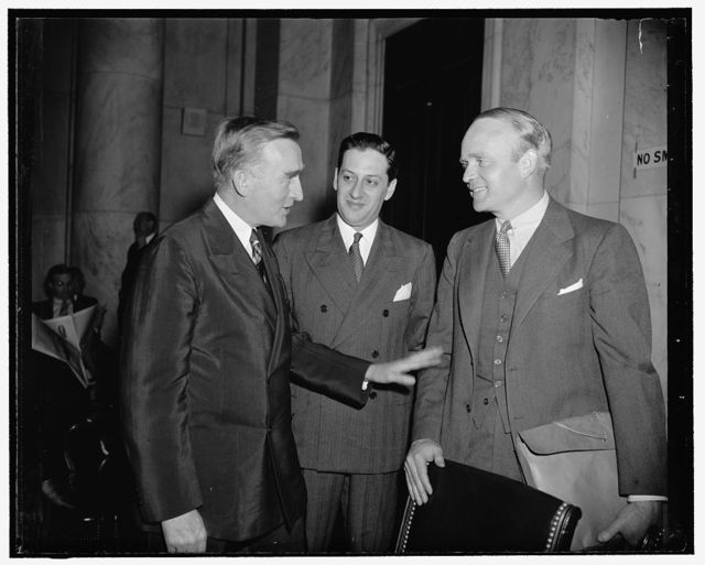 Principals at Monopoly hearing this morning. Washington, D.C., May 23. Senator Joseph O'Mahoney, chairman of the Temporary National Economic Committee, Peter Nehemkis, conductor of the examination of the S.E.C., and William R. White, superintendent of banks, New York State, talking together before the Monopoly Committee began to take its morning testimony from White